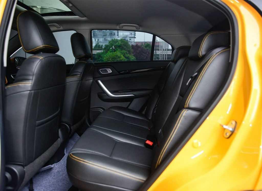 Огляд автомобіля кросовер Dongfeng AX4 2018