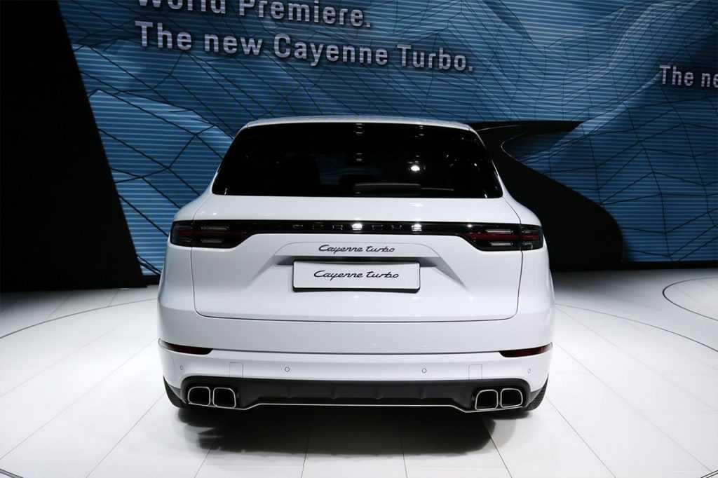 Огляд автомобіля Porsche Cayenne Turbo 2018