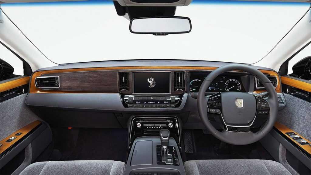 Огляд автомобіля Toyota Century 2018