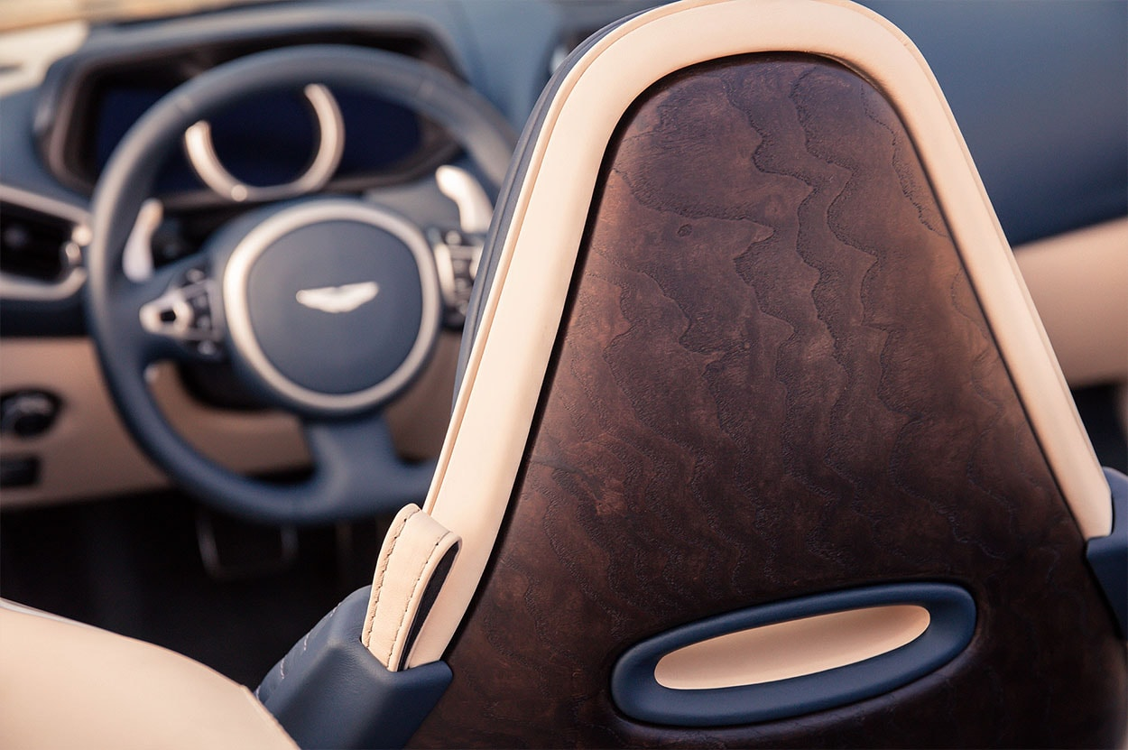 Огляд автомобіля Aston Martin DB11 Volante 2018 – 2019 року