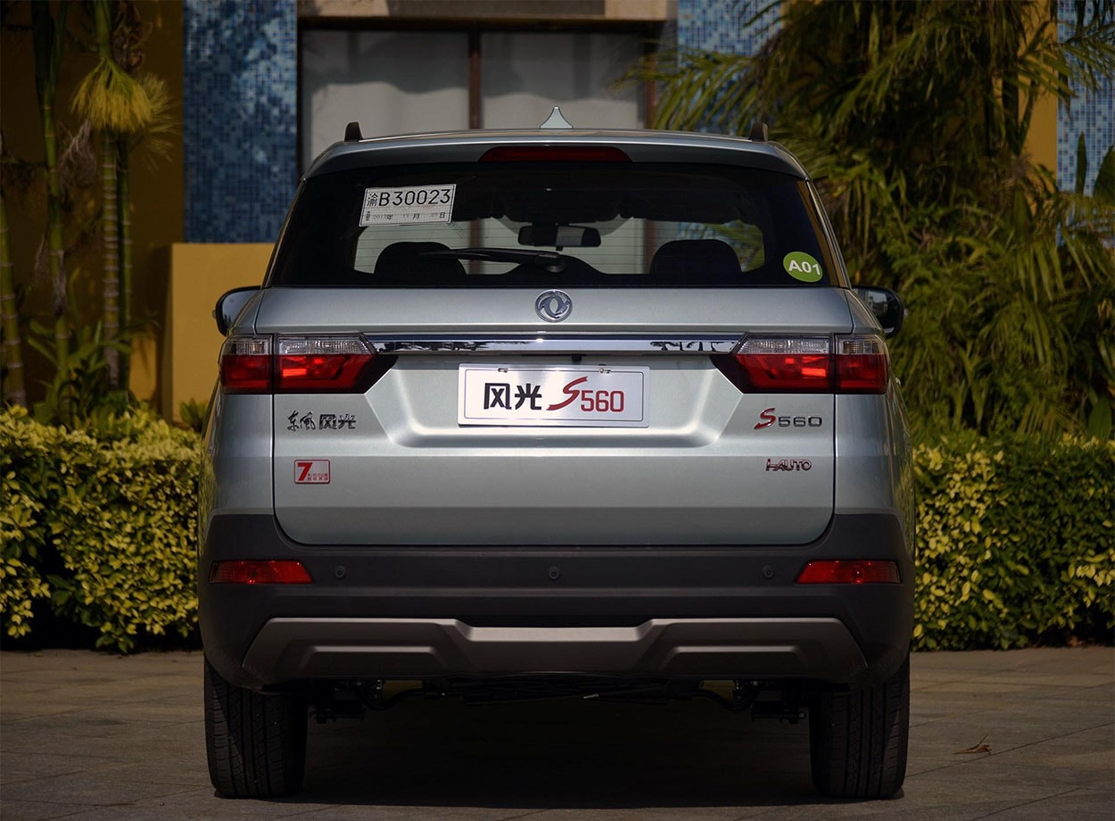 Огляд автомобіля Dongfeng S560 2018