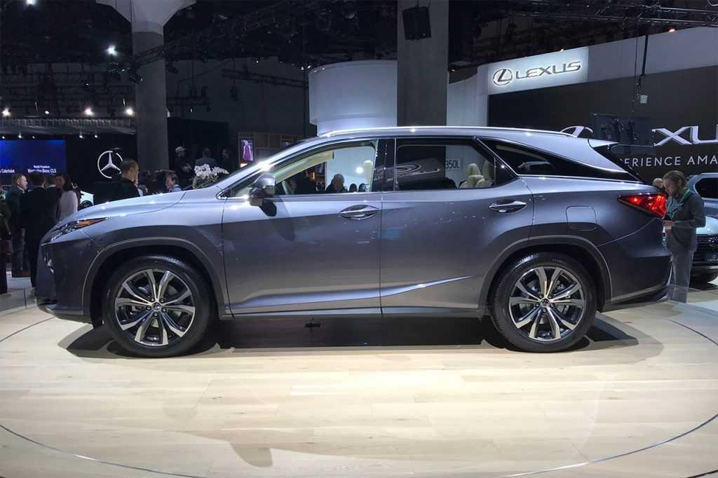 Огляд автомобіля Lexus RX L 2018 – 2019 року
