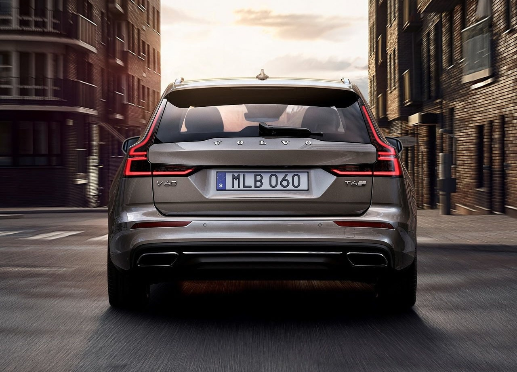 Огляд автомобіля Volvo V60 2019 року