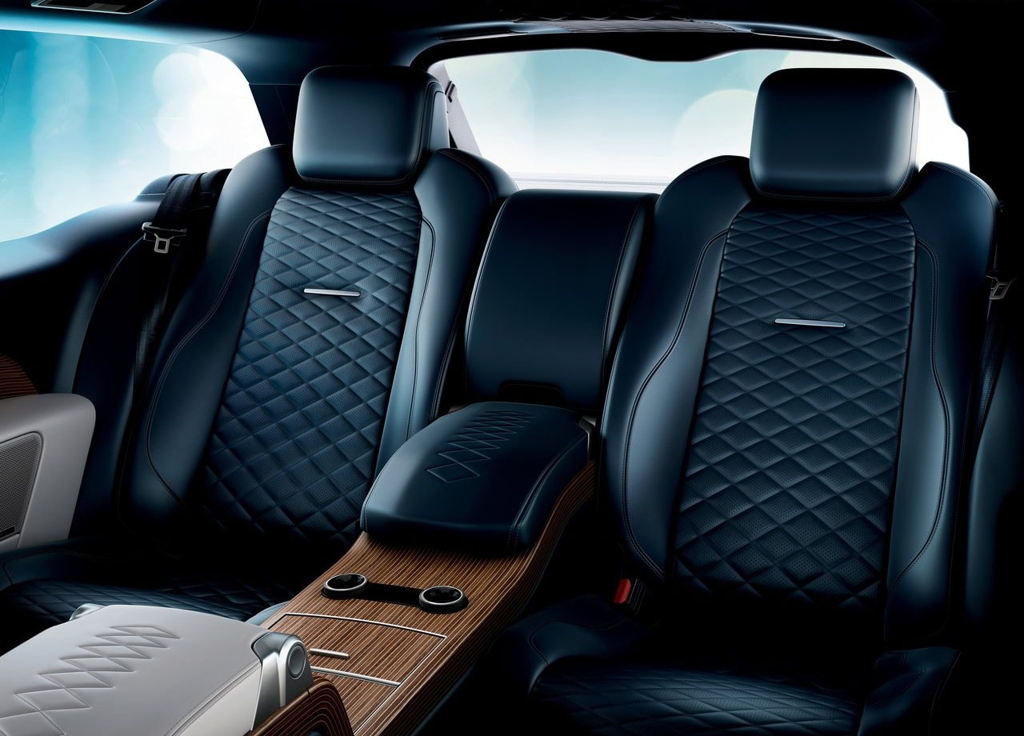 Огляд автомобіля Range Rover SV Coupe 2019