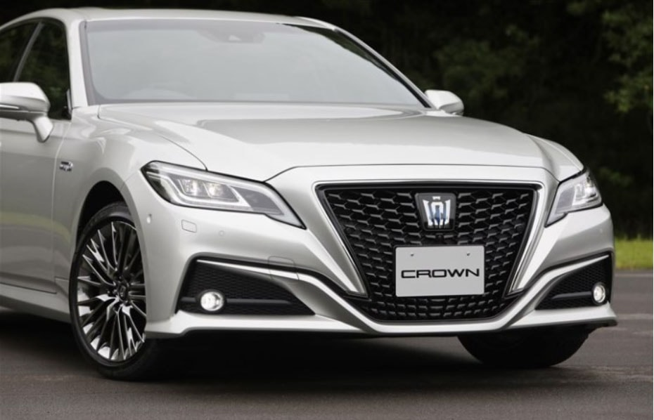 Огляд автомобіля Toyota Crown 2018 – 2019