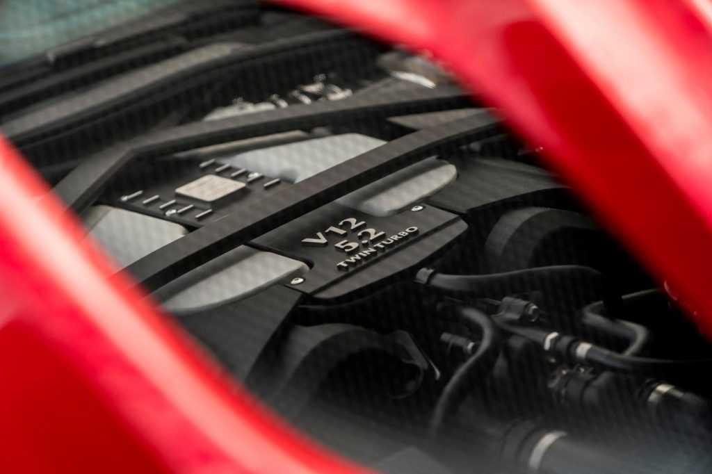 Огляд автомобіля Aston Martin DBS Superleggera 2018 – 2019