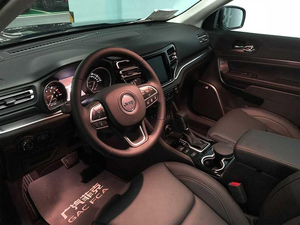 Огляд автомобіля Jeep Commander 2018 – 2019