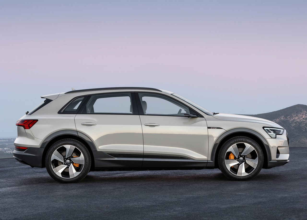 Опис автомобіля Audi E-Tron 2019 – 2020
