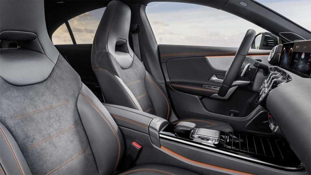 Опис автомобіля Mercedes-Benz CLA 2019