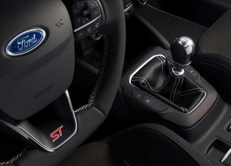 Опис автомобіля Ford Focus ST 2019 – 2020