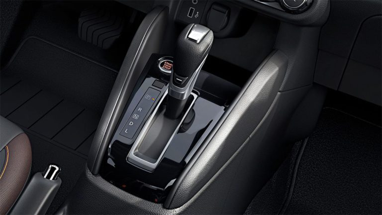 Опис автомобіля Nissan Versa 2019 – 2020