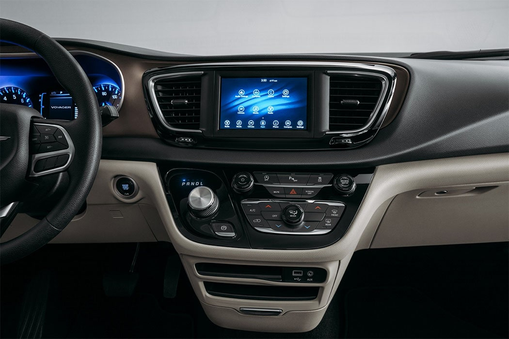 Опис автомобіля Chrysler Voyager 2020