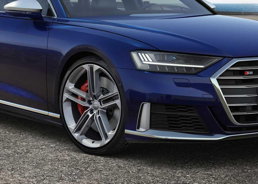 4344 Опис автомобіля Audi S8 2019 - 2020
